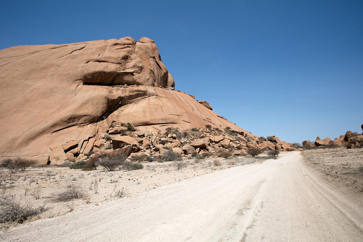 piste-spitzkoppe-namibie