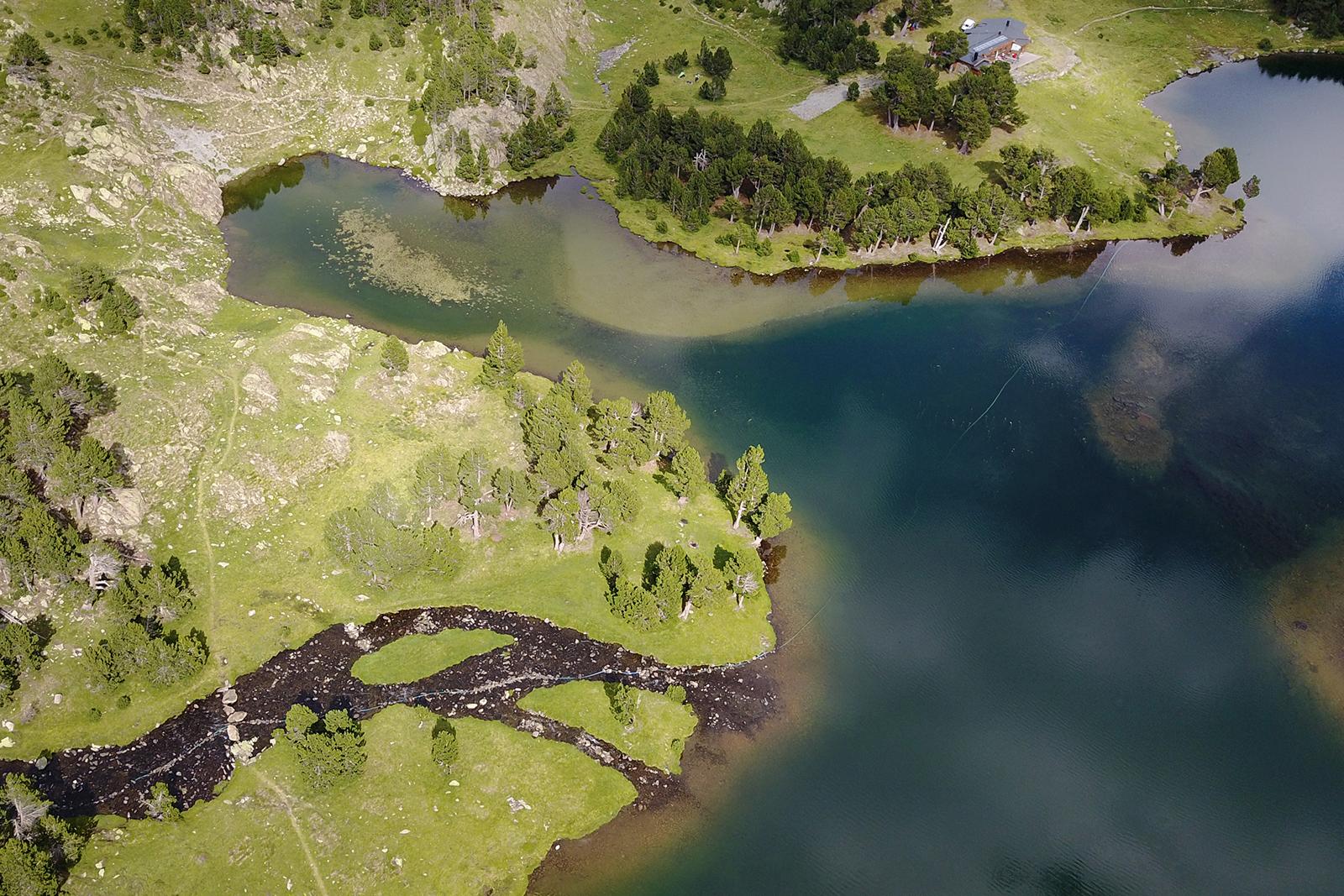drone-lac-camporells-pyrenees