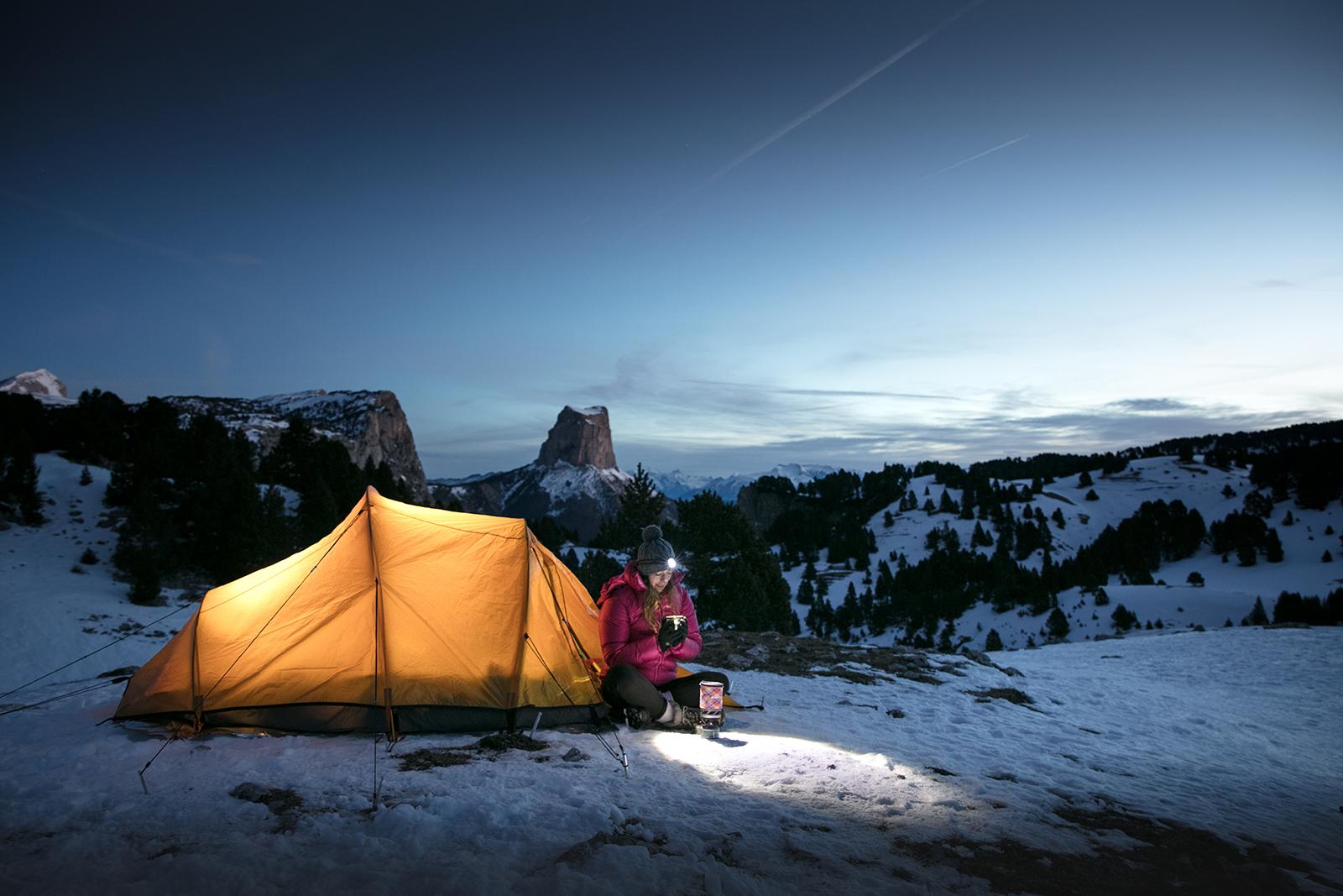 Camper dans la neige sur le plateau du Vercors