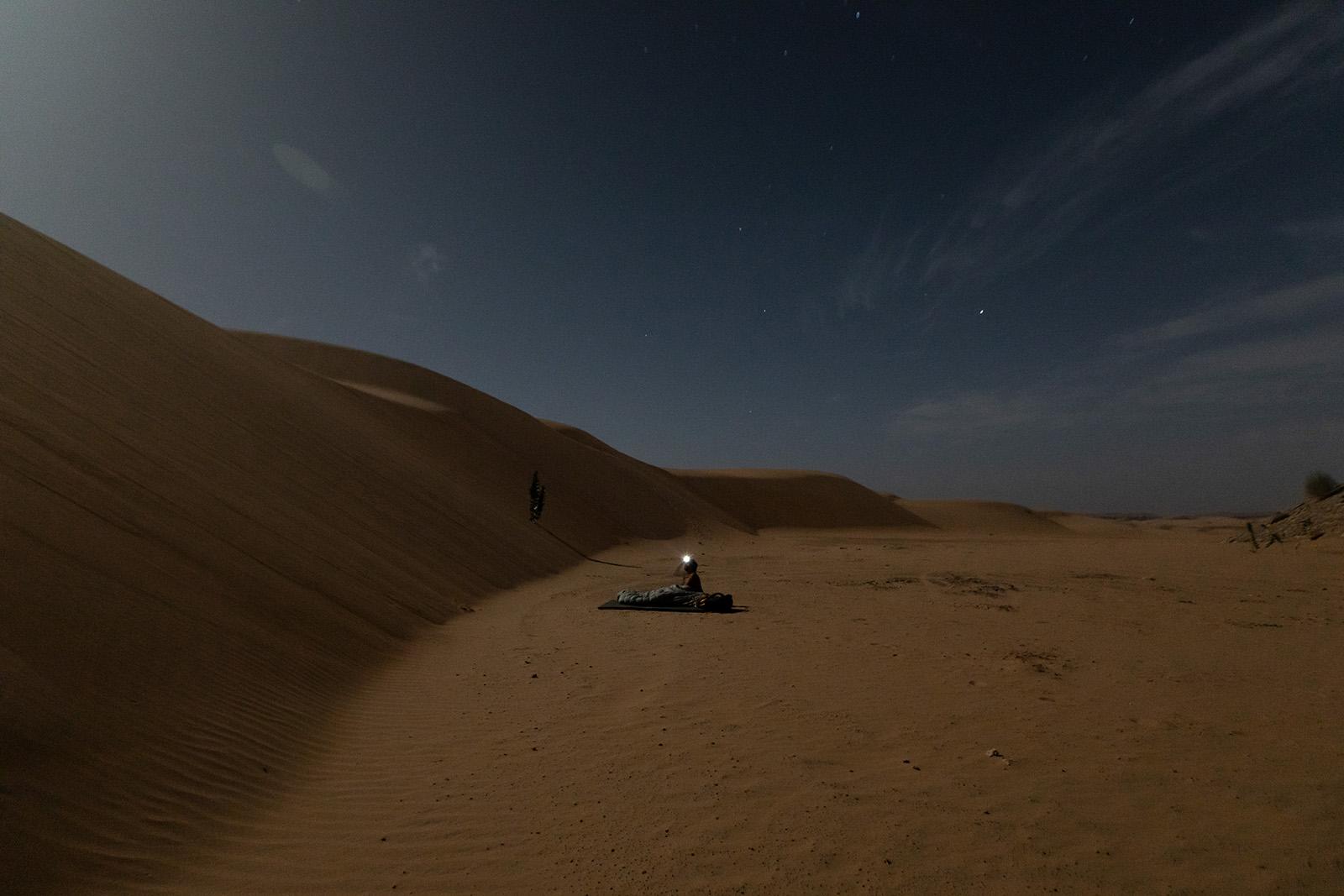 Dormir à la belle étoile dans le désert